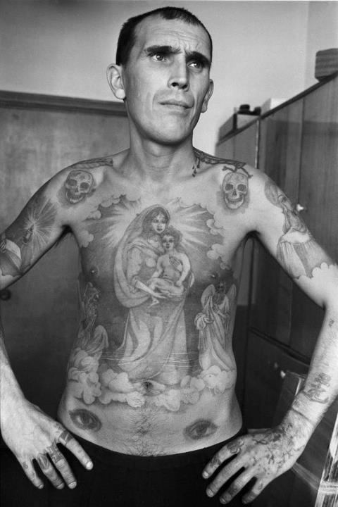 tatouage en prison  les yeux en dessous de la ceinture  #tatouage #prison #duflan